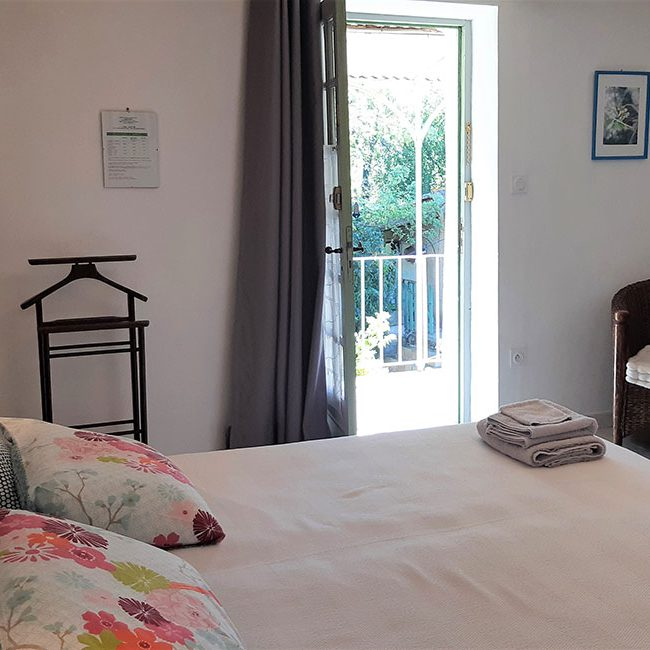 chambre hote ferme piscine 650x650 - Bed and Breakfast met zwembad in Cevennes
