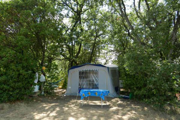 Place with shade in rural camping Cevennes
