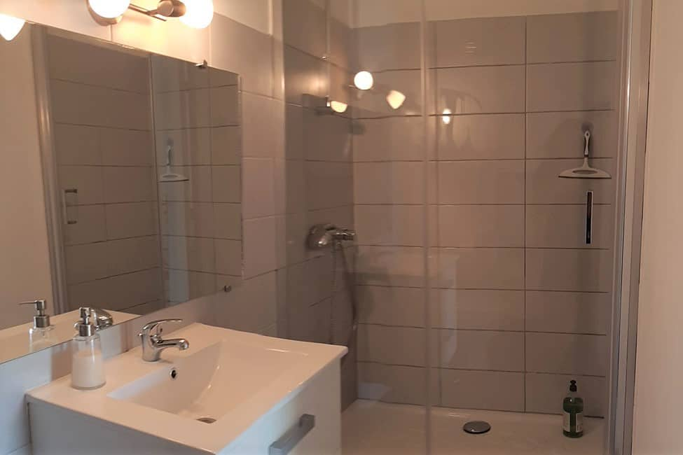 chambre hote douche - Bed and Breakfast met zwembad in Cevennes | Les Violettes