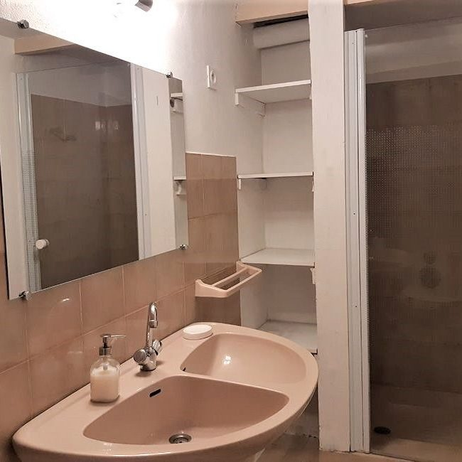 Shower of the family guest room