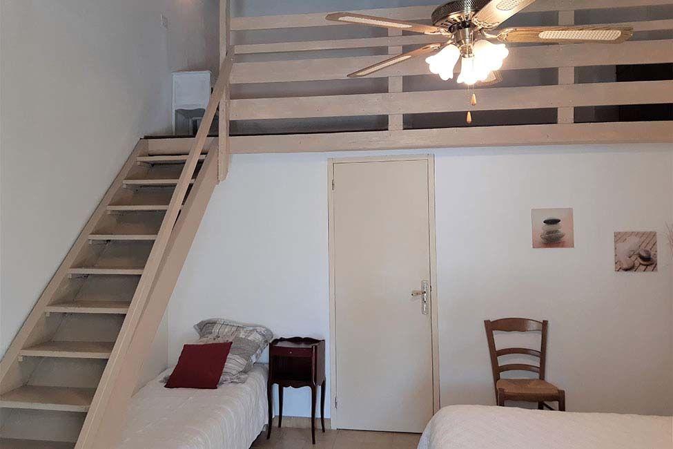 escalier mezzanine chambre - Chambre d'hote Ales en famille