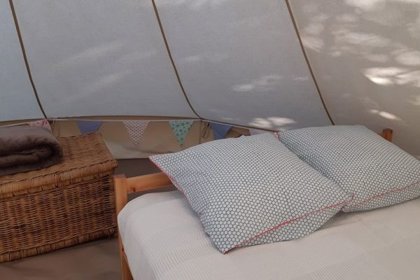 location tente lit 600x400 - Glamping South of France | Bell tent | Safari tent