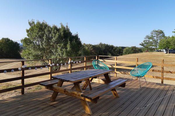 terrasse location tente 600x400 - Hebergement insolite | Tente tipi | Glamping Cevennes
