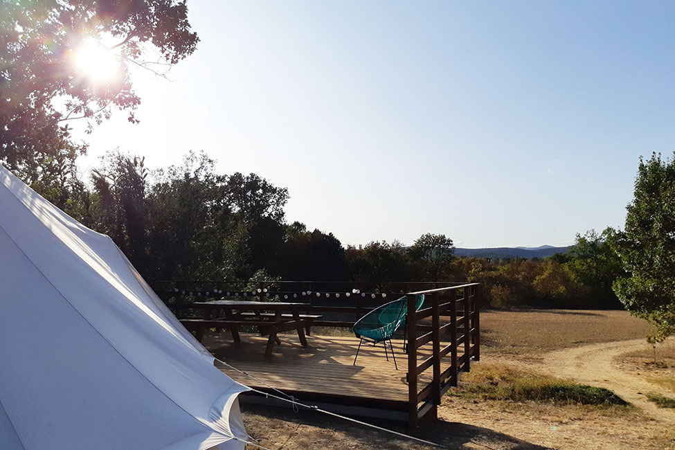 terrasse location tipi - Tente ecolodge France| Tente tipi | Glamping Cevennes