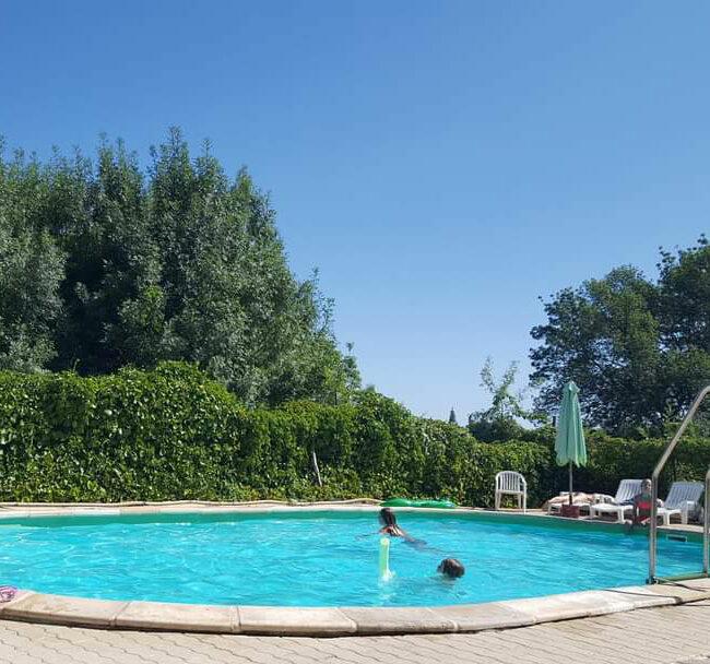 Piscine chambre hote familiale 650x608 - Chambre d'hote familiale en Cévennes | Les Cigales