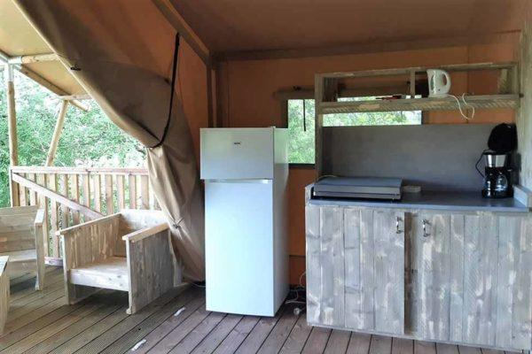 cuisine tente safari 600x400 - Tente ecolodge France | Tente tipi | Glamping Cevennes